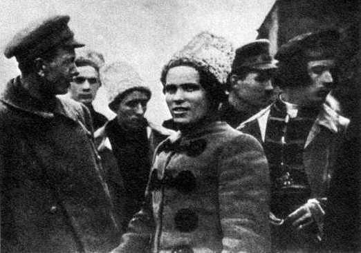 Nestor Majno, y un grupo de anarquistas luchando contra los bolcheviques